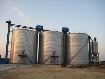 Mineral storage tanks