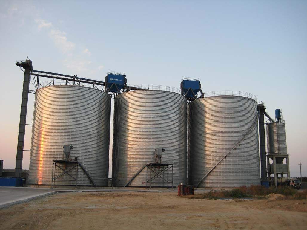 Mineral storage tanks
