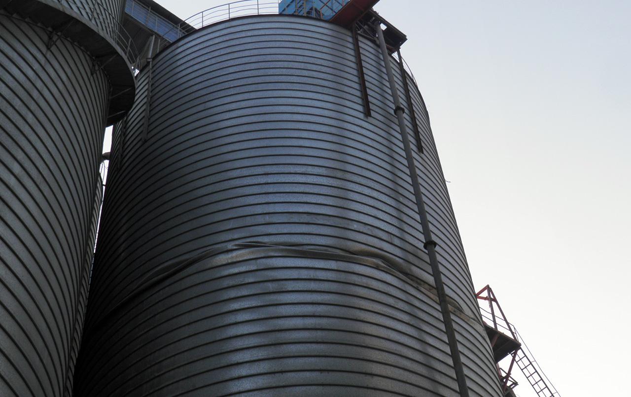 instable steel silo