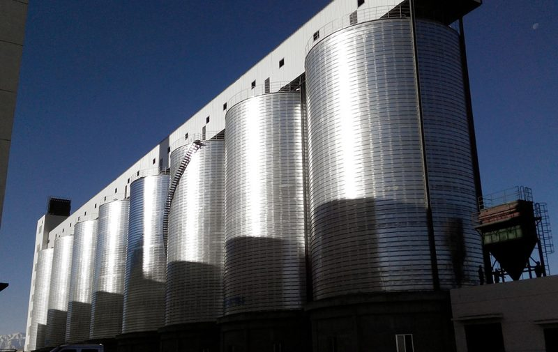 steel silos with discharging system